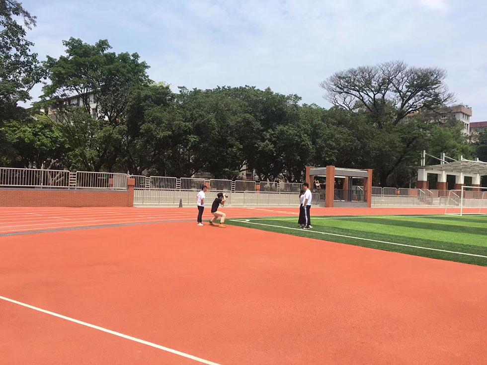 丙烯酸弹性网球场避免球员受到伤害