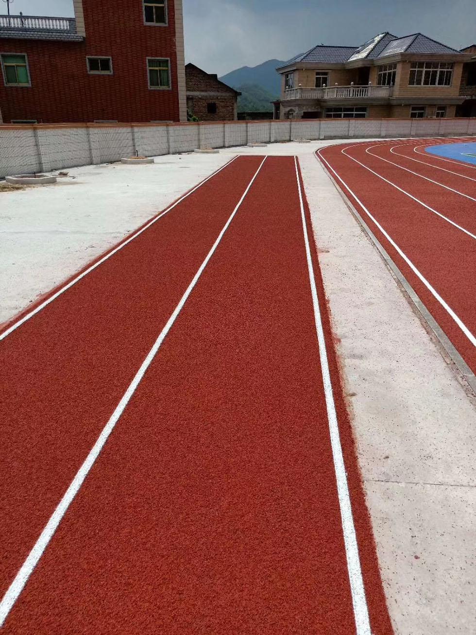 梅州2500平方透气型跑道完工
