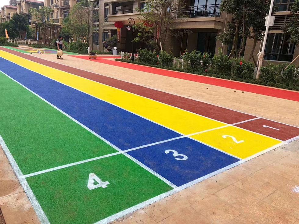 篮球场的实线(5厘米宽)