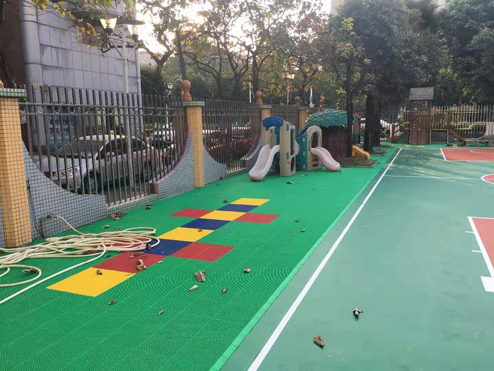 丙烯酸球场 学校塑胶跑道排除水分的方式