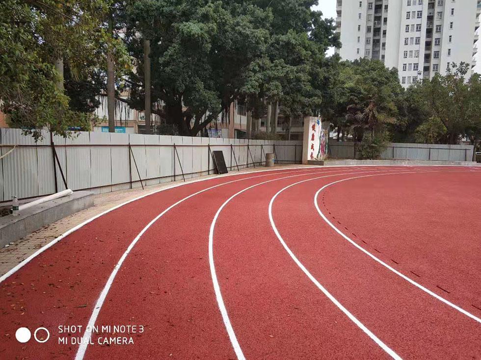 学校塑胶跑道厂家 跑道田径运动场地的基本结构