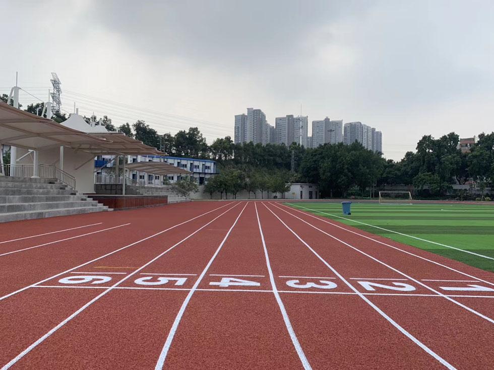人造草足球场之学校塑胶跑道施工要注意的问题
