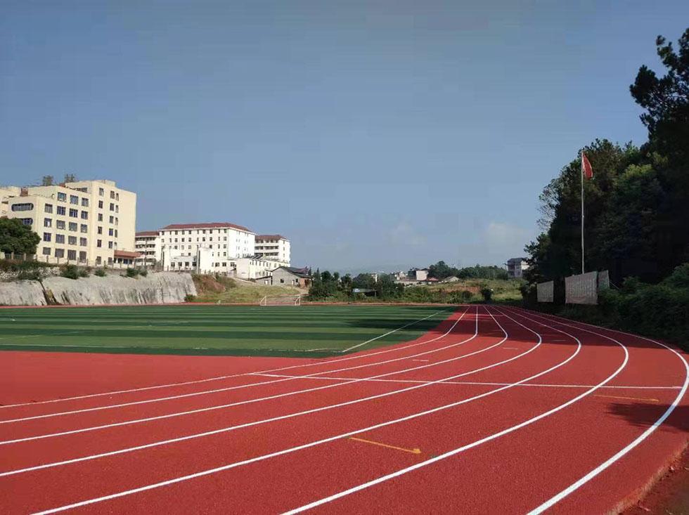 学校塑胶跑道施工要注意天气的变化